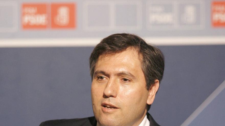 El exvicesecretario general del Partido Socialista de Madrid (PSM) Antonio Romero y exconsejero de Caja Madrid, en 2007. EFE/Juan Carlos Hidalgo