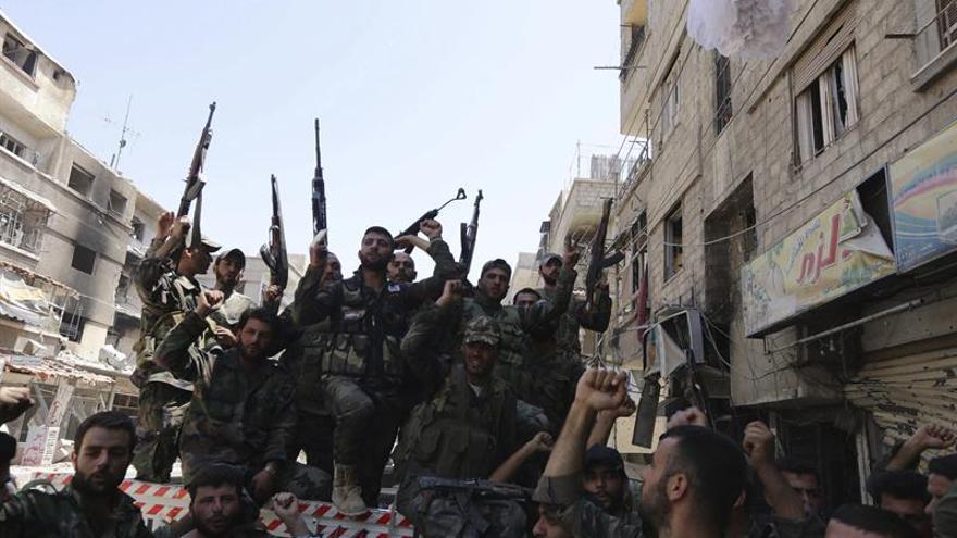 El EI lanza una amplia ofensiva contra el régimen sirio en Deir al Zor