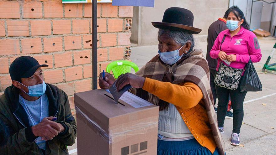Bolivianos eligieron en segunda vuelta a los gobernadores de cuatro departamentos