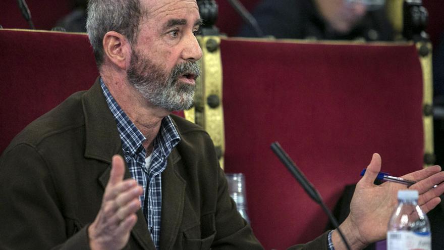 Santiago Pérez, portavoz del grupo municipal XTF-NC, en un Pleno del Ayuntamiento de La Laguna