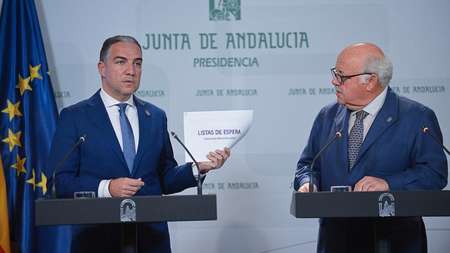 El consejero de Presidencia, Elías Bendodo, y el titular de Salud, Jesús Aguirre.