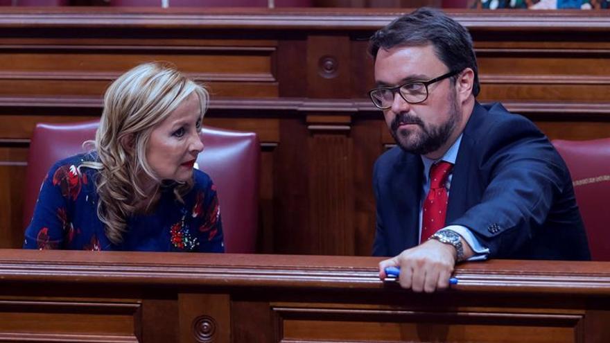 El presidente y la portavoz del grupo parlamentario del Partido Popular, Asier Antona y María Australia Navarro. EFE/Ramón de la Rocha
