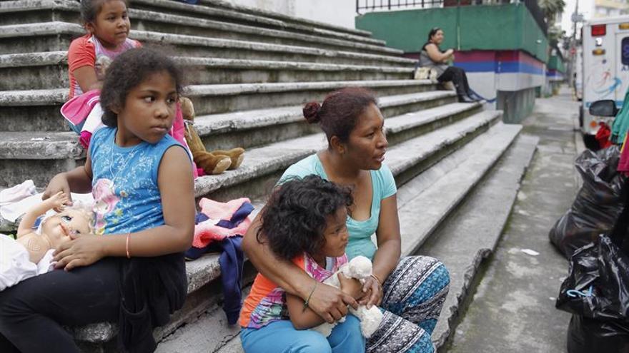 Habitantes de Ciudad de México siguen en calles tras perder su casa en sismo