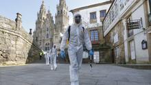 La UME lleva cabo tareas de desinfección en varios puntos de Santiago