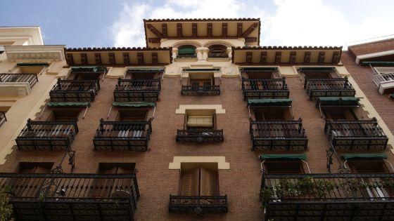 Una de las dos casas hechas por Luciano Delage Villegas en la calle | SOMSOMALASANA.COM