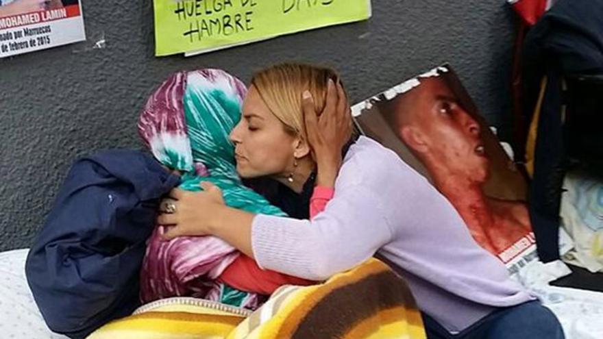 La diputada de Podemos Noemí Santana toma el relevo en la huelga de hambre en apoyo de Takbar Haddi.