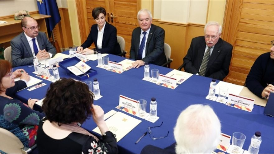 El Presidente de Aragón, Javier Lambán, preside la reunión que celebra en Zaragoza el Consejo Asesor para la Enseñanza de la Historia