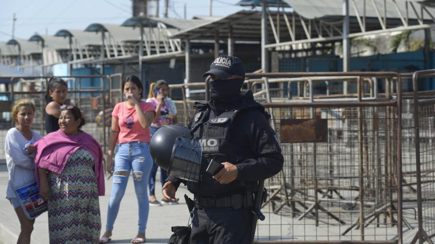 Ecuador declara excepción tras más de 100 muertes en una cárcel de Guayaquil