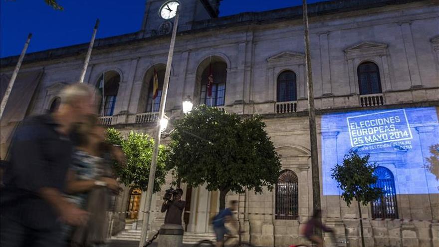 Un sondeo da una mínima ventaja al PP sobre PSOE y refleja una abstención del 60 por ciento