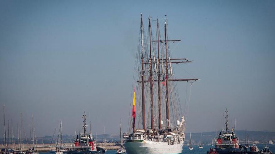 """El """"Juan Sebastián de Elcano"""" finaliza en Cádiz su 90 crucero de instrucción"""