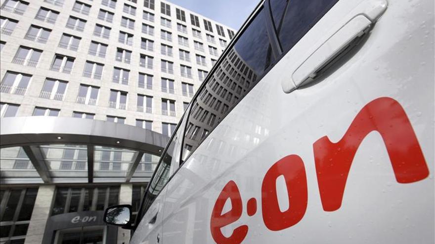 E.on gana 4.300 millones de euros en 2012 y revisa a la baja sus pronósticos