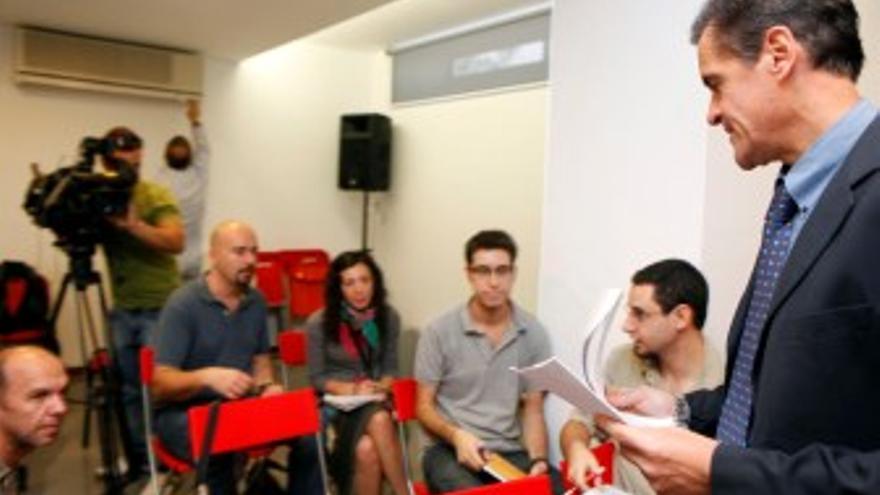 López Aguilar, durante la rueda de prensa en que habló sobre las aguas canarias. (ACFI PRESS)