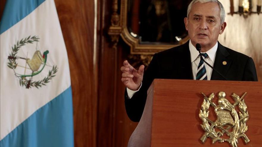 Dimite el presidente de Guatemala, Otto Pérez Molina, acusado de corrupción