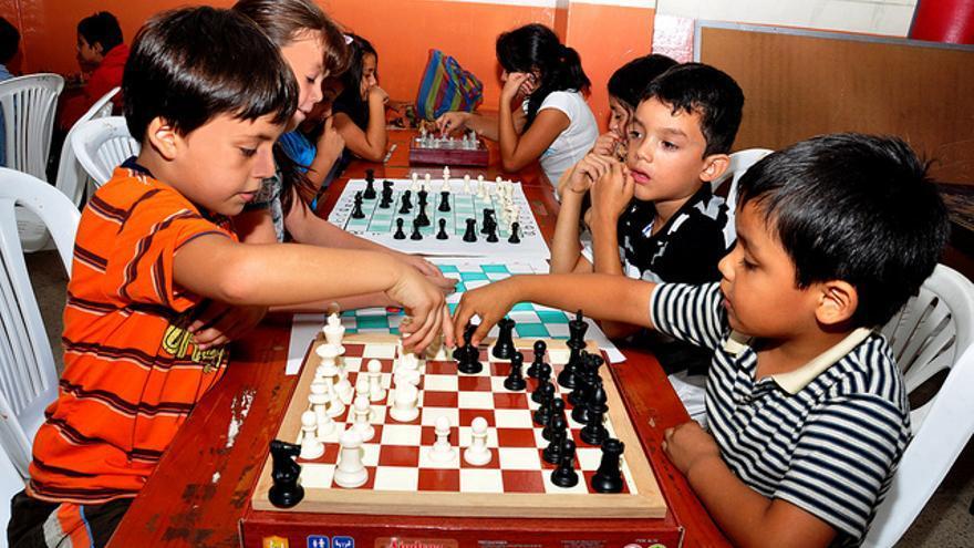 Muchas personas aprenden ajedrez desde pequeños (Foto: Alcaldía de Joseph Cueva | Flickr)