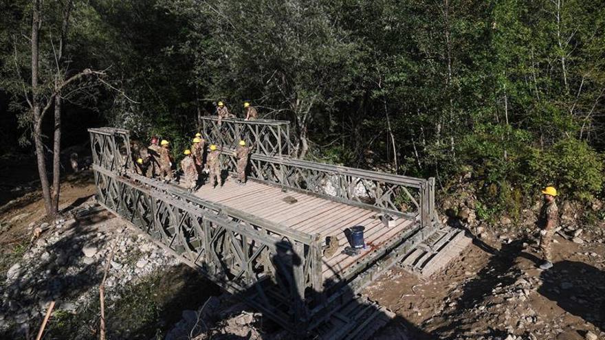 Continúa la búsqueda de cadáveres tras el seísmo y aumentan a 295 los muertos