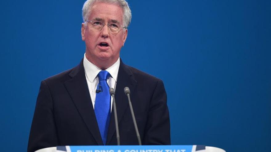 Dimite el ministro de Defensa británico tras una acusación de conducta inapropiada