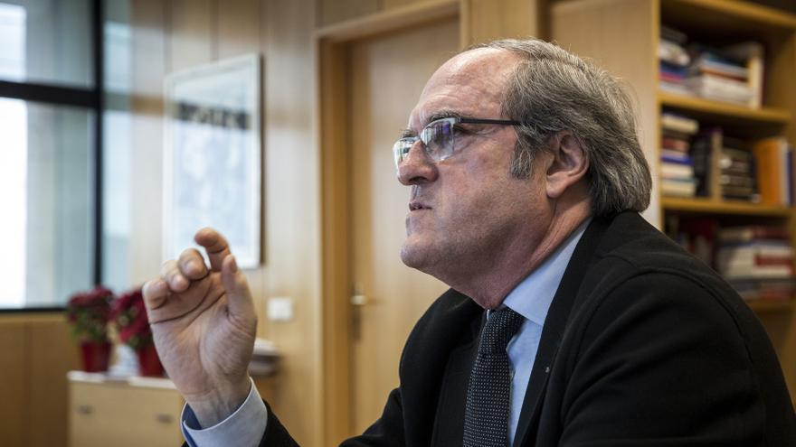 Ángel Gabilondo, durante la entrevista en su despacho en la Asamblea de Madrid. / Olmo Calvo