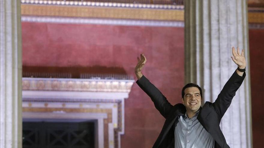 Tsipras afirma que el pueblo dio un manda