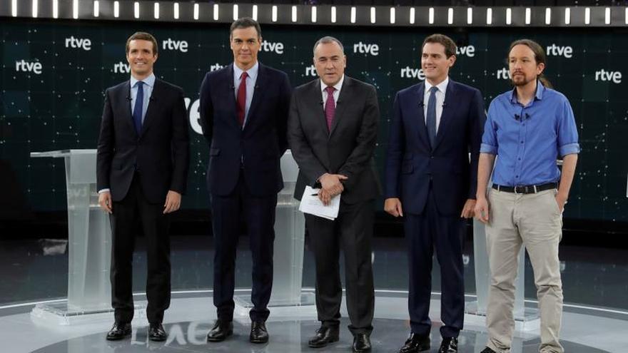Los candidatos en su primer debate