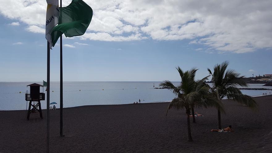 La playa de Bajamar ha izado este martes la bandera verde.