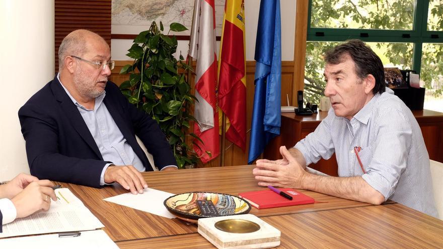 El vicepresidente de la Junta, Francisco Igea, junto al presidente del Consejo Asesor de la Memoria Histórica, Ángel Hernández.