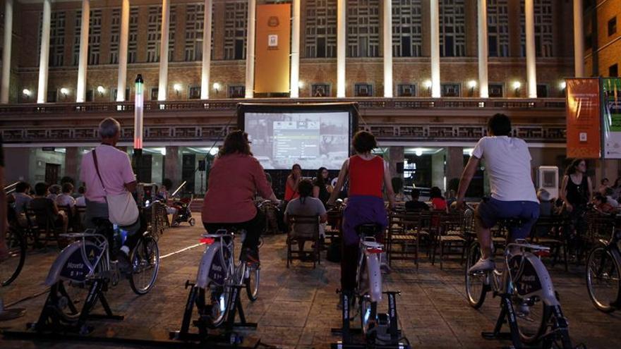 Uruguay abre un festival de cine que usa energía generada a pedales para la proyección