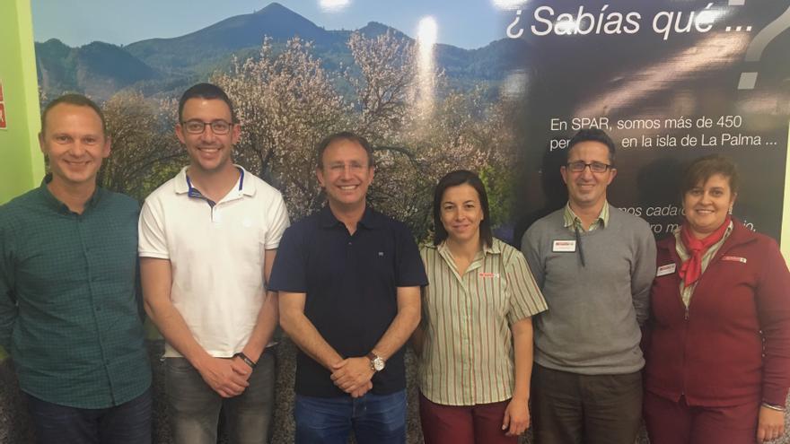 En la imagen, autoridades y personal de Spar La Palma.