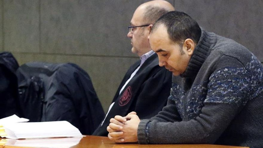 "Admite que mató a su novia, a la que creía parte de un ""complot"" contra él"