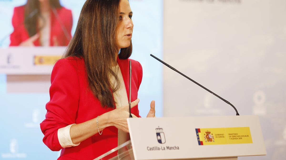 La ministra de Derechos Sociales y Agenda 2030, Ione Belarra, interviene en el acto de presentación de la Estrategia Agenda 2030, en un acto en Albacete.