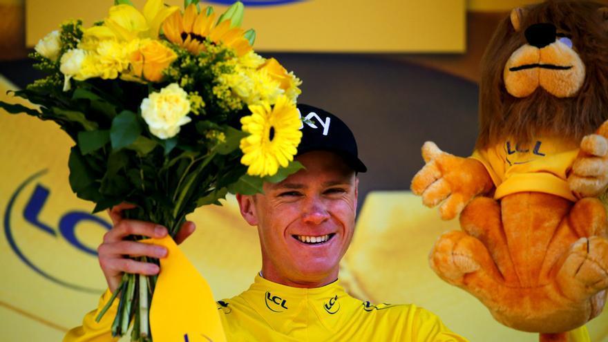 Chris Froome celebra el triunfo de la etapa 16 del Tour con el maillot amarillo. GTRESONLINE