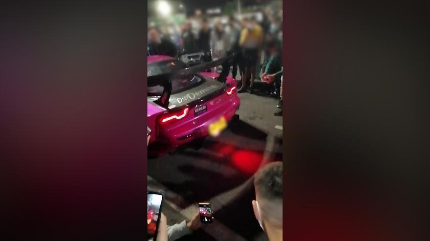 La Guardia Civil disuelve una concentración de coches tuneados en el parking de una gasolinera en el sur de Tenerife