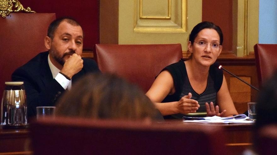 El alcalde José Manuel Bermúdez, de CC, y la concejala de Urbanismo, Zaida González, del PP