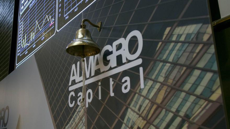 Logo de la socimi Almagro en el toque de campana de la Bolsa.