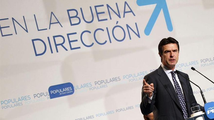 El ministro de de Industria, Energía y Turismo, José Manuel Soria, durante el acto de presentación de los candidatos de la isla de Gran Canaria a ayuntamientos, cabildo y Gobierno autónomo. EFE/Elvira Urquijo A.