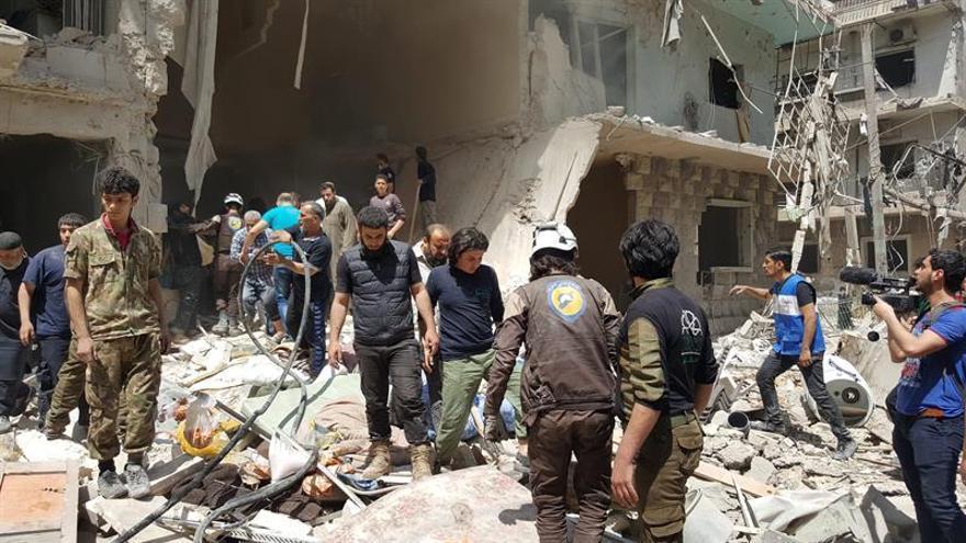 Al menos 4.885 muertos por bombardeos de la coalición internacional en Siria