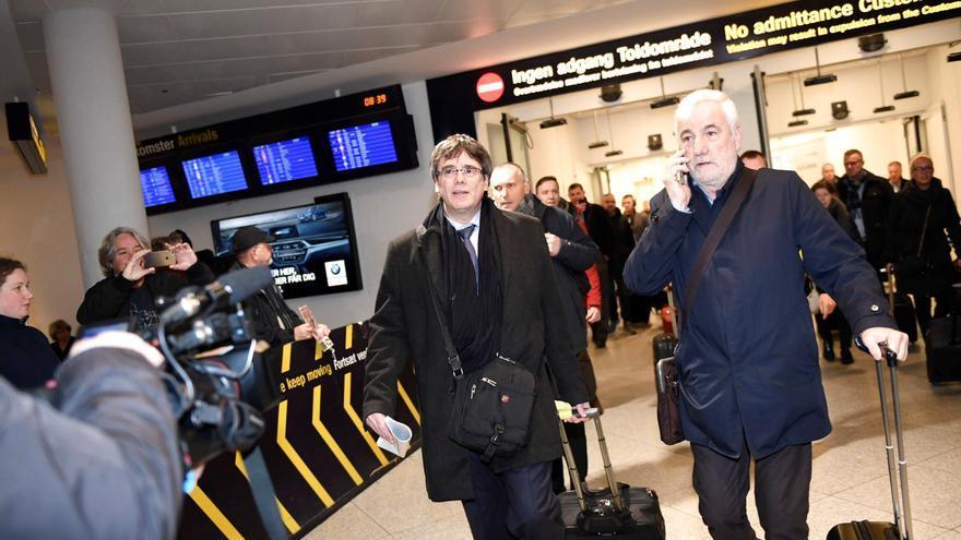 Puigdemont llega al aeropuerto de Copenhague procedente de Bruselas con el objetivo de participar esta tarde en un debate organizado por la Universidad de Copenhague, en Dinamarca