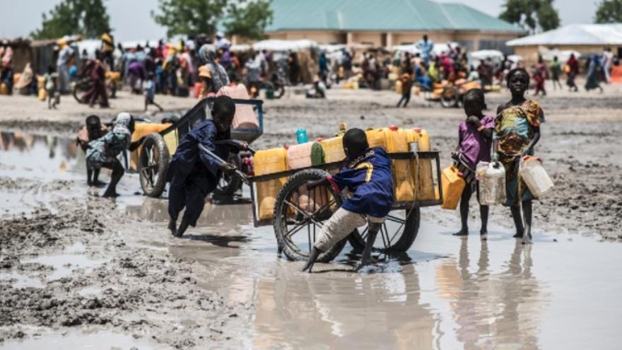 Vista de la calle del campamento de desplazados internos Ngala durante la temporada de lluvias.
