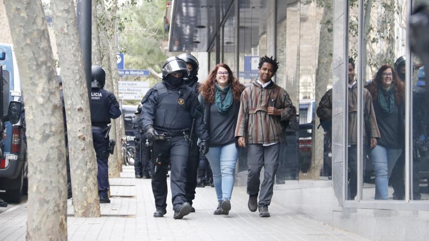 Desalojo de los activistas que ocupaban el Bloc Llavors