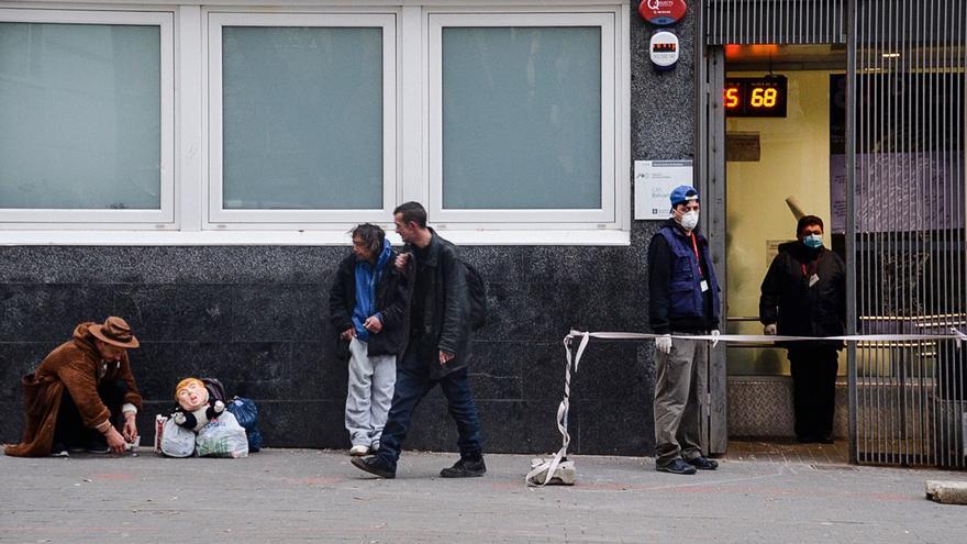 Entrada de la sala de venopunción Baluard, en el barrio del Raval, el pasado 31 de marzo por la mañana.