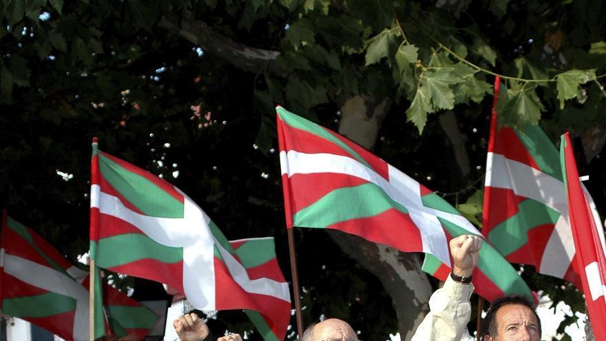 Sindicalistas de LAB en una manifestación en Iparralde.