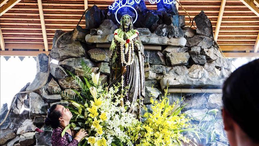 Las Vírgenes del río Mekong atraen a miles de católicos a Camboya