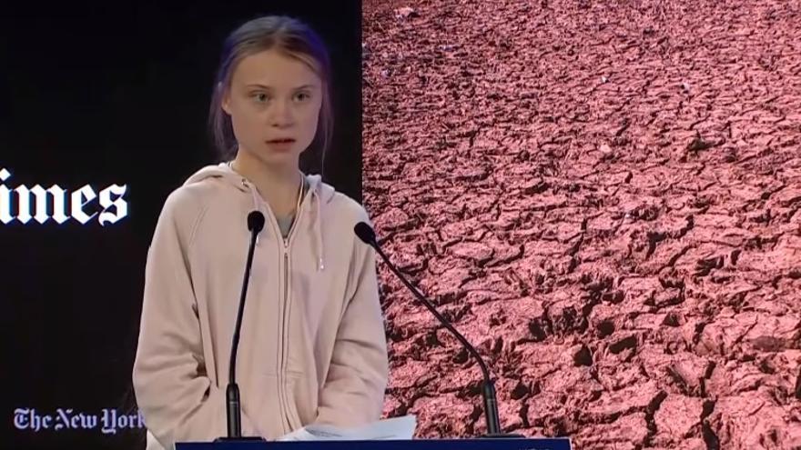 Captura de pantalla que muestra a Greta Thunberg durante su discurso en el Foro Económico Mundial de Davos
