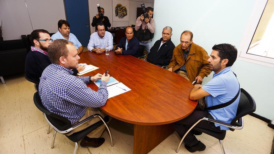 El concejal de Movilidad y Ciudad del Mar, José Eduardo Ramírez, en la Mesa del Taxi