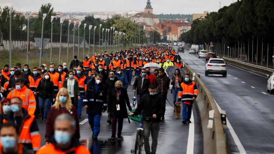 Trabajadores de Airbus en Getafe (Madrid) protestan contra el cierre de Puerto Real