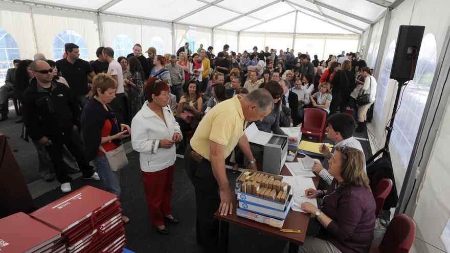 Acto de entrega de las llaves de viviendas protegidas en Santander. | JOAQUÍN GÓMEZ SASTRE