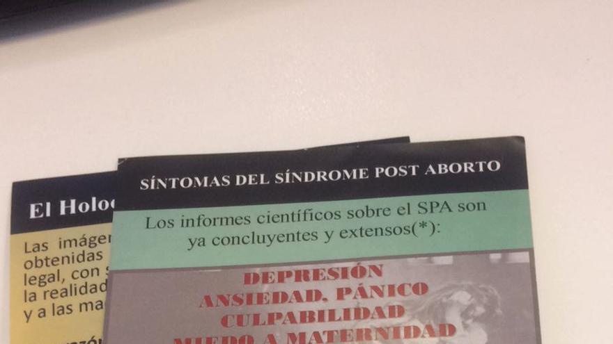 Folleto repartido a las puertas de la clínica Ginecenter de Málaga