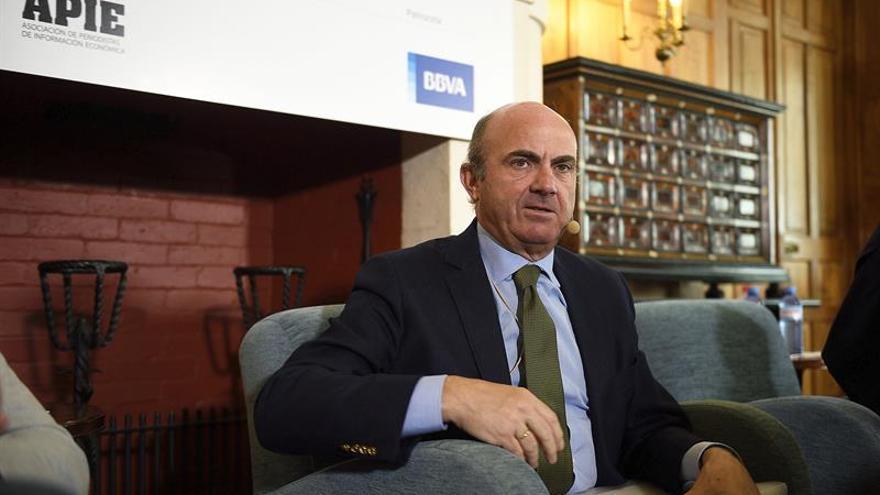 Guindos ve un sinsentido poner la más mínima sanción a España por el déficit