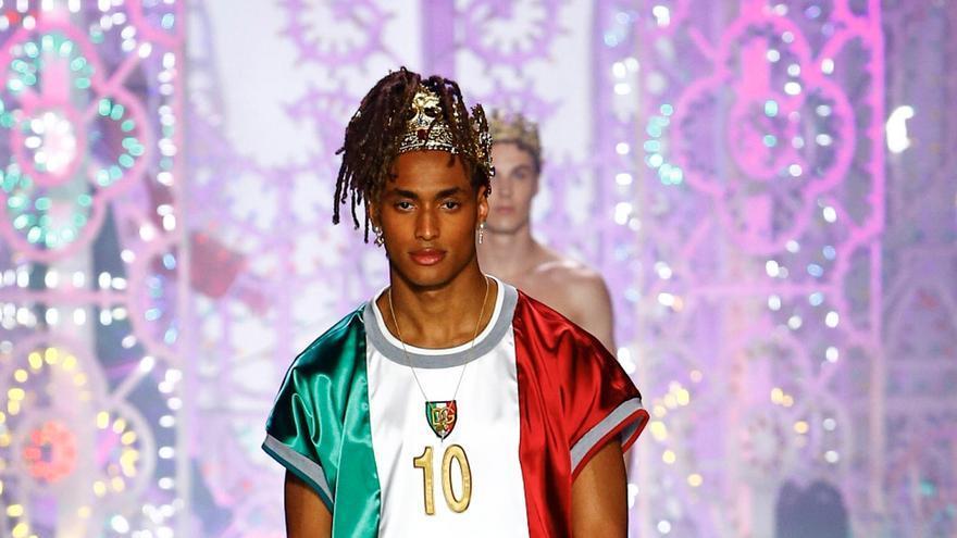 Dolce e Gabbana deslumbran en Milán con un desfile lleno de color y glamour
