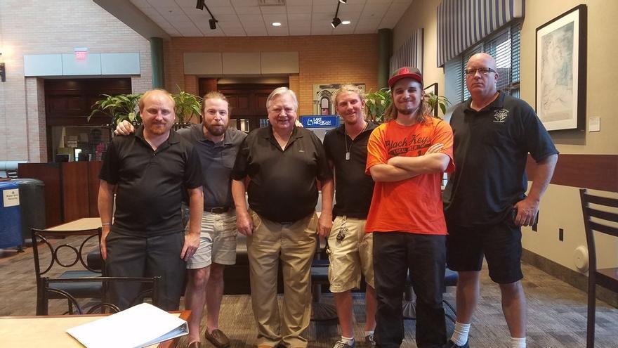 La segunda persona por la izquierda es Mathew Bair, fundador de People´s Ride.