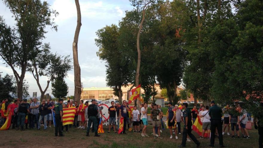 Manifestantes de extrema derecha intentan boicotear l'Aplec del Camp de Túria.